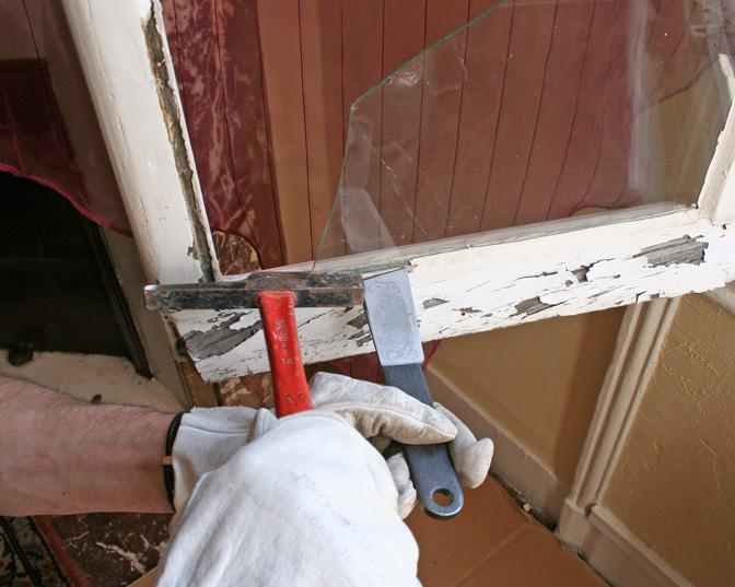 Remplacer une vitre cass e sur une ancienne fen tre for Reparation fenetre bois