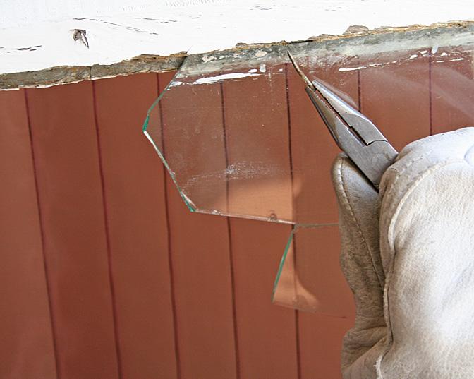 Remplacer Une Vitre Cassée Sur Une Ancienne Fenêtre Chassis En Bois